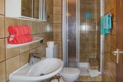 Zimmer-mit-Bad-und-Dusche-Schwabach-1002