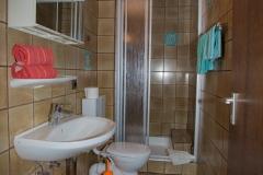 Zimmer-mit-Bad-und-Dusche-Schwabach-1003